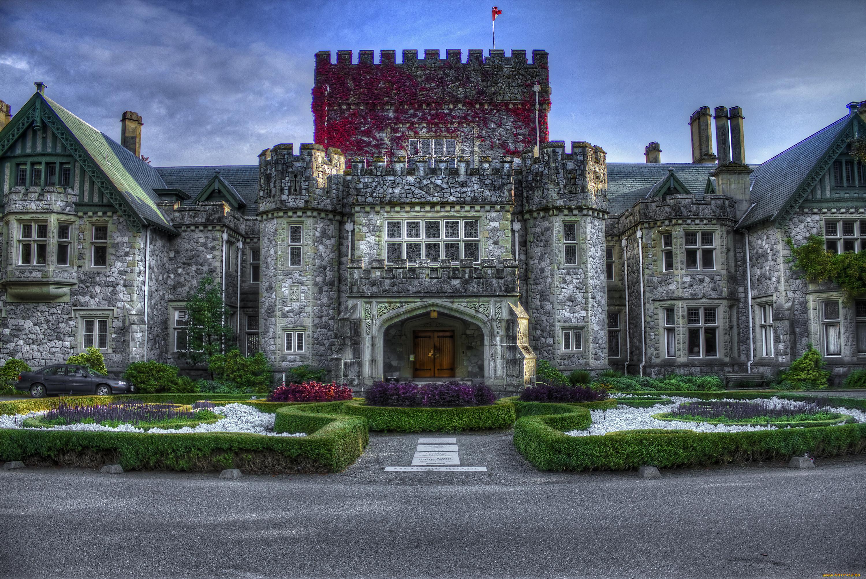 Фотографии миниатюрных замков и коттеджей